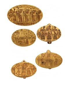 Χρυσά σφραγιστικά δαχτυλίδια με διάφορες σκηνές και παραστάσεις. 15ος-14ος αιώνας π.Χ. Μυκήνες. Εθνικό Αρχαιολογικό Μουσείο. Archaeology, Wordpress, Personalized Items, Silver, Gold, Money