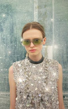 Empire is a unisex pair of sunglasses perfectly suited for all face shapes alike. Fashion Week, High Fashion, Fashion Trends, Ralph Lauren, Tumblr, Thing 1, Bling, Foto Pose, Street Style