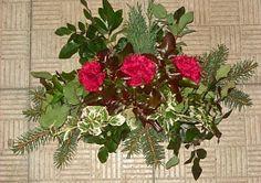 Výroba dušičkové ozdoby na hrob Christmas Wreaths, Holiday Decor, Plants, Home Decor, Decoration Home, Room Decor, Plant, Home Interior Design, Planets
