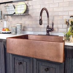 Luxury Small Kitchen Adam L x W Farmhouse/Apron Kitchen Sink - Update the heart of your home in rustic style with this copper-hued kitchen sink, perfect for rinsing dinner dishes and filling stockpots. Copper Farmhouse Sinks, Farmhouse Sink Kitchen, Home Decor Kitchen, New Kitchen, Home Kitchens, Modern Farmhouse, Hammered Copper, Copper Apron Sink, Copper Kitchen Sinks
