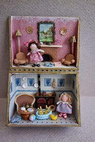 Tumima Dolls: Feria de miniaturas y casitas de muñecas nov 2014 Miniature Crafts, Miniature Dolls, Baby Puppet, Puppets For Kids, Busy Boxes, Gifted Kids, Kids Patterns, Kids Boxing, Tin Toys