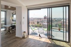 arquitectura design A Chalet in Madrid, a top of the tower apartment with garden and swimming pool - CAANdesign Madrid Apartment, Tower Apartment, Apartment Living, Penthouse Apartment, Cabinet D Architecture, Architecture Design, Bungalows, Exterior Design, Interior And Exterior