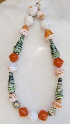 17.030.0011 collar de abalorios de papel grueso colores.