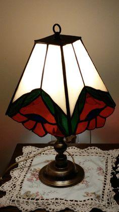 מנורת שולחן טיפאני עם פרח אדום