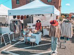 Boutique Interior, Boutique Decor, Clothing Booth Display, Clothing Store Displays, Boutique Store Displays, Market Displays, Craft Show Booths, Craft Booth Displays, Diy Rack