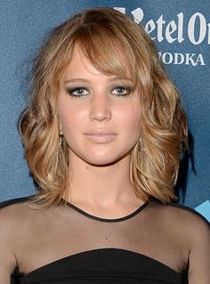 Best of the Week: Jessica Biel and Jennifer Lawrence Amp Up Their Signature Looks, Cabelo Jennifer Lawrence, Jennifer Lawrence Short Hair, Round Face Haircuts, New Haircuts, Hairstyles For Round Faces, Girl Haircuts, Medium Hair Styles, Short Hair Styles, Hair Medium