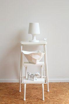 SCANDINAVIAN SIMPLICITY, MUUTO crusjed bowl, HAY lamp, white styling by making of space, photo: Choki Lindberg