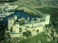Continuamos por las fortalezas más destacadas de Córdoba visitando uno de los ejemplos más espectaculares de todo el país: el Castillo de Almodóvar del Río.Cordoba España
