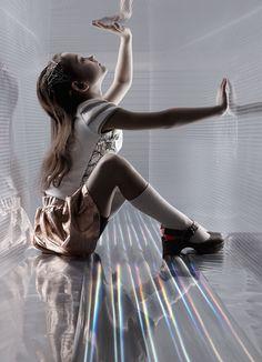 SÉRIE MODE : SPACE OPERA Photographe : Sandra Freij Style : Kate Van Der Hage ☞ Plus de contenu et de photos dans le MilK 47 !