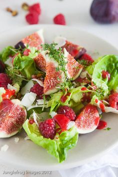 Junglefrog Cooking Fresh fig salad with raspberries, pistachio and goatcheese