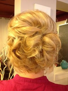 Short hair wedding updo- Cheri only more sculpted  @ http://seduhairstylestips.com