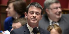 France. Mars 2016. La blague de Manuel Valls à des ouvriers sur son statut de précaire et de CDD