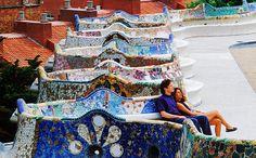 O Gaudí é o derradeiro ícone de Barcelona e as construções coloridas do Park Güell estão entre as suas obras mais brincalhonas