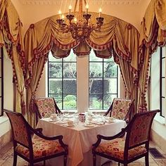 An Andrew Harper staff member enjoyed a picturesque breakfast in  @sea_island's Georgian Room at The Cloister.