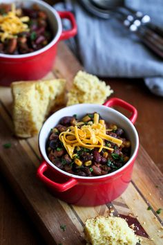 Slow Cooker 3-Bean Vegetarian Chili...Perfect for Meatless Monday!  256 calories and 6 Weight Watchers PP | cookincanuck.com