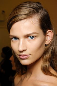 Calvin Klein. Light but bold brow. White water line. Heavy highlighting and contouring, pale pink lip. #beauty #makeup
