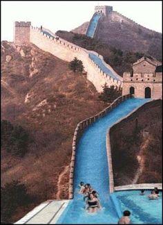 chinesische Mauer als Wasserrutsche