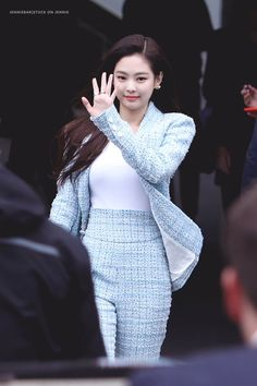 : JennieBar for Blackpink' Jennie Blackpink Fashion, Paris Fashion, Korean Fashion, Fashion Outfits, Blackpink Jennie, Forever Young, Kpop Mode, Blackpink Photos, Rapper