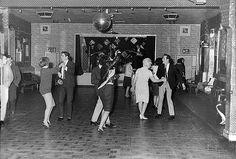 Los Beatles Tocan Para 18 Personas en El Club Aldershot, Diciembre 1961. Se Convertirían En Superestrellas En Un Año Y Medio.