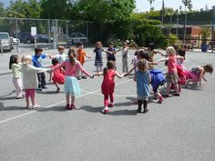 preK pasadena 2011/2012: MOTRICITE: Les jeux collectifs et les ateliers de lancer Activity Games For Kids, Outdoor Learning, Physical Education, Ballons, Physics, Street View, Animation, Tour, Stage