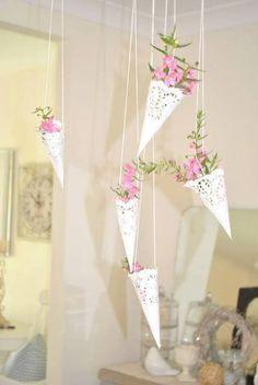 New Bridal Shower Decorations Diy Vintage Paper Doilies 31 Ideas Paper Doily Crafts, Doilies Crafts, Paper Doilies, Paper Bunting, Deco Champetre, Paper Cones, Diy Papier, Deco Floral, Hanging Baskets