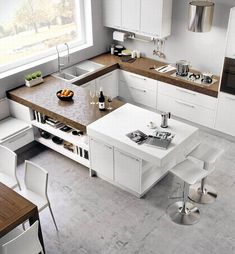 Small-sized kitchens do make your space restricted. Yet if you can learn tricks to outmaneuver through the ideal style, even a tiny kitchen will certainly really feel comfortable like a big kitchen. Home Kitchens, Kitchen Design Small, Kitchen Decor, Kitchen Room Design, Kitchen Interior, Interior Design Kitchen, Kitchen Layout, Kitchen Furniture Design, Modern Kitchen Design