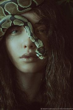 In this unique, surreal editorial entitled 'The Silence of Dew Drops,' the amazing Alexia Giordano employs her powers of snake charming and becomes one with nature. Lensed by Paris-based photographer Marta Bevacqua for Riven Magazine. Photography Poses Women, Dark Photography, Portrait Photography, Levitation Photography, Exposure Photography, Abstract Photography, Vanessa Moe, Marta Bevacqua, Slytherin Aesthetic