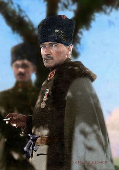 Historical figures of the world – Color by Klimbim Colorized Historical Photos, Colorized History, Cute Walpaper, Soldier Drawing, Blue Green Eyes, Winter Hats, Winter Jackets, Great Leaders, Ottoman Empire