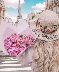 Paris Photography, Girl Photography, Photography Flowers, Travel Photography, Tour Eiffel, Vintage Roses, Vintage Pink, Bridesmaid Flowers, Wedding Flowers