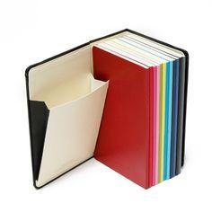 Moleskine Dagagenda 2013 Colour a Month. Leuk concept van Moleskine: iedere maan (!) een agendaschriftje. Niet alleen kleurrijk en overzichtelijk. Ook heel goed voor de dameshandtas ook!