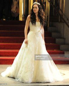 Leighton Meester films a scene from 'Gossip Girl' on November 15, 2011 in New York City.