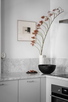 Alvhem Andra Långgatan 7B - Linnéstaden - Alvhem Kitchen Interior, Double Vanity, Kitchen Dining, Tiles, Sweet Home, Interior Design, Bathroom, Color, Instagram