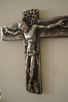 Wall cross Powerful Crucifixion of Jesus Christ Christianity. Material : solid pewter metal Size : H 4.1/2 x 4 1/2 inch