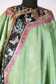 Chinese robe of green silk, late 19th century, KSUM 1983.1.811.