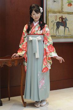 kimono with hakama Traditional Kimono, Traditional Fashion, Traditional Dresses, Traditioneller Kimono, Costumes Japan, Cute Kimonos, Japanese Outfits, Japanese Clothing, Beautiful Costumes