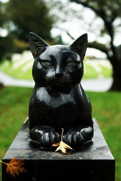Okay, instead of throwing my ashes in the ocean, bury them under this statue.  Purrfect!