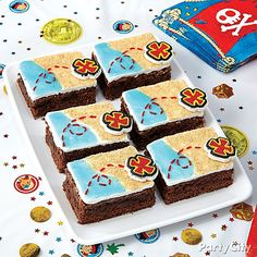 Decorate brownies to look like Jake and the Neverland Pirates treasure maps, and add Neverland Pirates icing decorations for x marks the spot. Pirate Birthday, Pirate Party, Boy Birthday, Birthday Ideas, Cool Birthday Cakes, 6th Birthday Parties, Decorated Brownies, Pirate Treasure Maps, Peter Pan And Tinkerbell