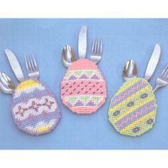 My favorite source for arts and crafts: Easter Egg Silverware Pockets Pattern