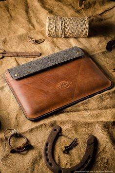Premium sleeves and cases for iPad Pro 11 and hand-crafted from genuine leather and natural felt. Options with or without Apple Pencil holder, for iPad with Smart Cover and Smart Keyboard. Ipad 4, Ipad Air 2, Ipad Case, Ipad Mini, Best Ipad, New Ipad Pro, Ipad Pro 12 9, Macbook Sleeve, Macbook Case