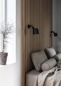 Home Decor Wall Decor ideas for a warm and cozy bedroom design that feels like a sanctuary during this time of confinement. Decor Wall Decor ideas for a warm and cozy bedroom design that feels like a sanctuary during this time of confinement. Wood Slat Wall, Wood Slats, Wooden Wall Panels, Wood Bedroom, Bedroom Decor, Home Design, Home Interior Design, Interior Styling, Timber Cladding