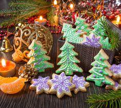 Рецепт имбирного печенья, расписанного глазурью, который я выложила здесь аж в 2009 году, уже давно стал новогодне-рождественским хитом среди моих читателей  Сегодня я хочу добавить еще один рецепт, который пригодится вам в районе новогодних праздников. Это ванильное сахарное печенье с всё той же старой доброй глазурью. Здесь нет мёда, здесь нет пряных пахучих специй. [...]