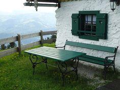 the cutest garden :) Outdoor Tables, Outdoor Decor, Sun Lounger, Notes, Outdoor Furniture, Spaces, Garden, Travel, Home Decor