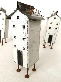 Diese kleine Holzhäuser machen große kleine Strumpf Füllstoffe und ein ausgefallenes Geschenk für Mama oder Geschenk für Papa, sie möglicherweise eine fabelhafte Mann-Höhle-Geschenk. Hergestellt aus recyceltem Holz, sind sie eine große Recycling-Kunst-Geschenk als ungewöhnliche Holz