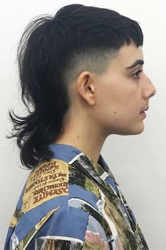 A mullet haircut has made a huge comeback recently. It has set off many modern male haircuts in mens fashion of From a short curly Mohawk to an edgy and hot long Asian haircut, there is a style for everybody. Rat Tail Haircut, Punk Haircut, Mullet Haircut, Asian Haircut, Mullet Hairstyle, Mens Hairstyles Round Face, Mohawk Hairstyles Men, Haircuts For Men, Mullet Fade