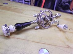 more pcts of the hand drill Antique Woodworking Tools, Antique Tools, Old Tools, Woodworking Supplies, Vintage Tools, Woodworking Workshop, Woodshop Tools, Stanley Tools, Carpenter Tools