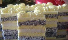 Krémové makové řezy. Nádivka s vanilkovou příchutí je výborná v kombinaci s makovým těstem. Ve středu bílkové těsto, které dodá zákusku jemnou chuť!