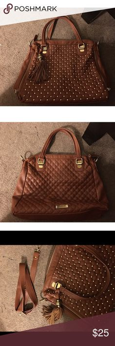 Brownish/Tan Steve Madden Purse This is such a cute purse you can wear it as a cross body or shoulder bag. It's in a good condition only thing it's a little worn out as shown on the last two pictures and a minor stain inside. Make me an offer 😊 Steve Madden Bags Crossbody Bags