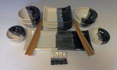 Black/white sushi set..... Sushi Dishes, Sushi Bowl, Sushi Plate, Sushi Set, Clay Mugs, Ceramic Clay, Glazes For Pottery, Ceramic Pottery, Sake Sushi