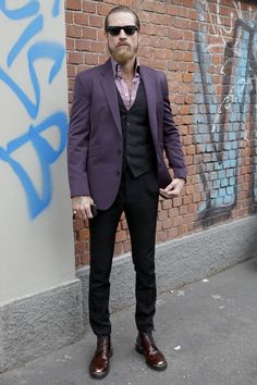 """wgsn: """" More of Justin O'Shea snapped between shows, this time wearing a purple sports jacket and bengal striped two-button collar shirt. The combination of purple tailoring and oxblood. Men's Fashion, Mens Fashion Blog, Purple Fashion, Milan Fashion, Purple Suits, Purple Man, Purple Style, Sharp Dressed Man, Well Dressed"""