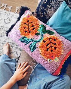 Jo Jiménez ® (@jojimenez) • Fotos y vídeos de Instagram Blanket, Instagram, Crochet, Bags, Fashion, Handbags, Moda, Fashion Styles, Ganchillo